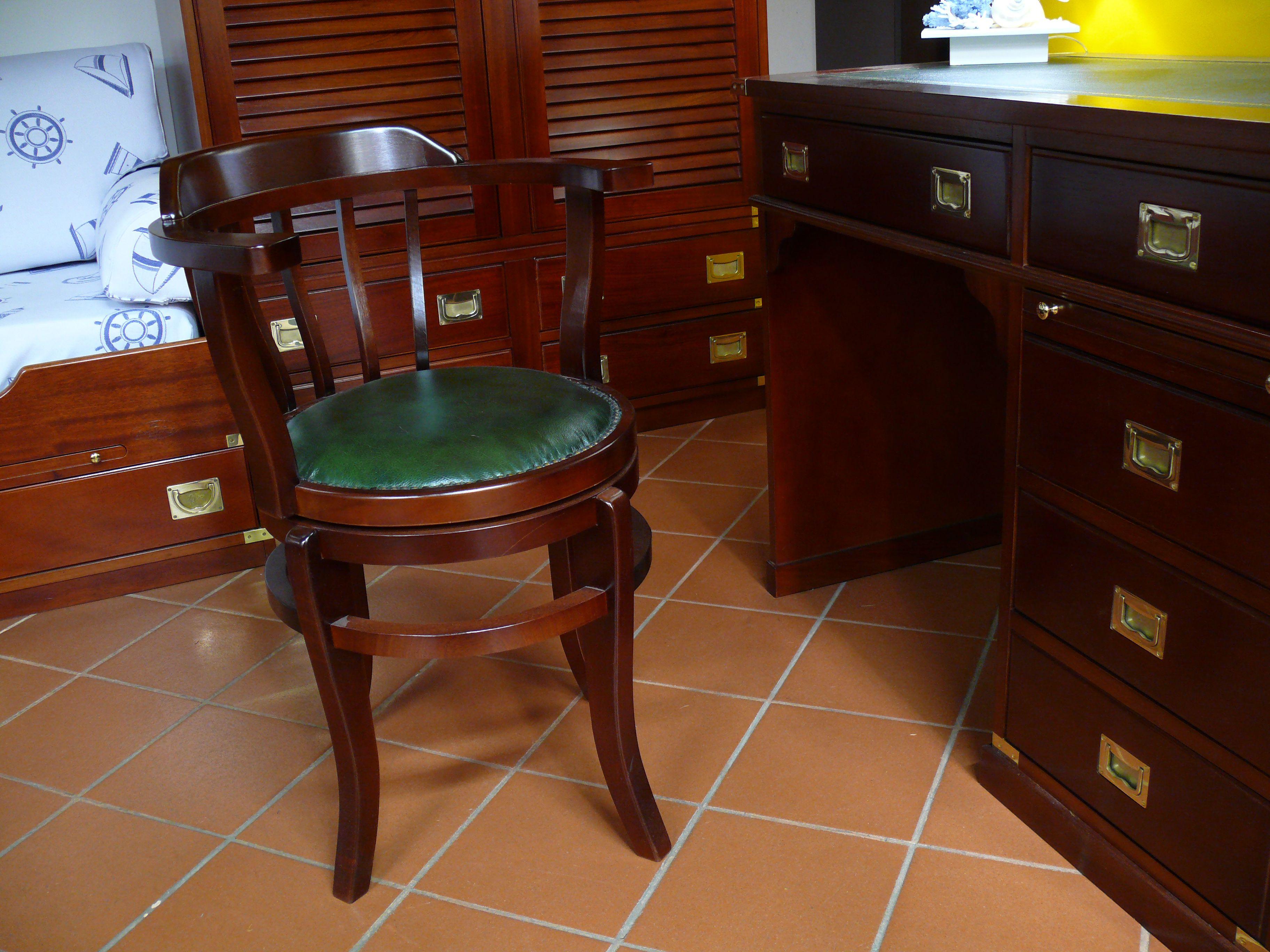 Sedia girevole con seduta in legno o pelle il vascello - Vecchia marina mobili ...